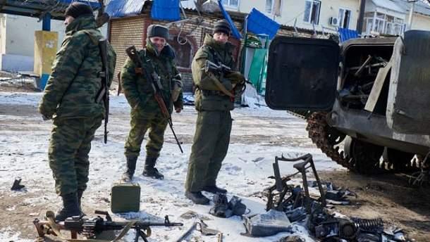 Росія не припиняє постачати зброю і військових на Донбас