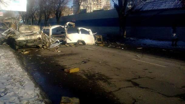 Микроавтобус взорвался в Донецке