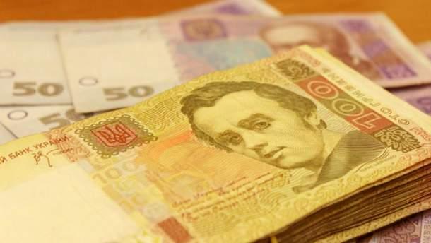 Долар і євро стрімко повзуть вгору