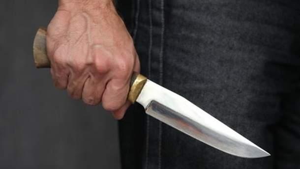 Чолвоік вдарив жінку ножем