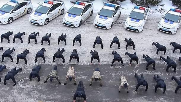Поліція долучилася до #22PushupChallenge