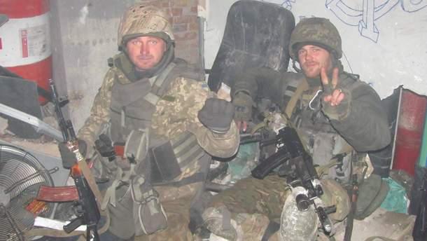 Зліва направо. Руслан Присяжнюк 90-й бат (загинув), Артем Гребенюк.