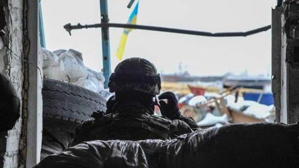 Военный на боевой позиции возле Авдеевки