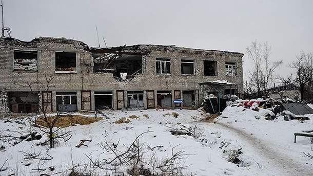Руины в обстрелянной боевиками Авдеевке