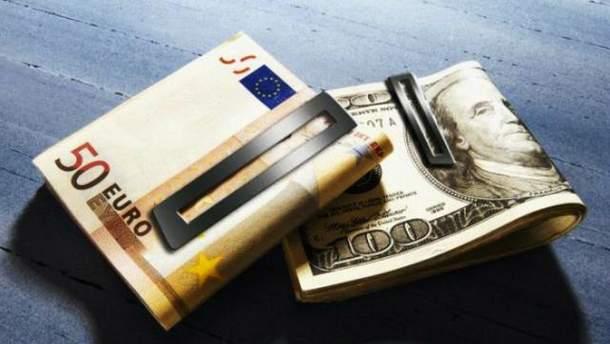 Евро и доллар дальше колеблются