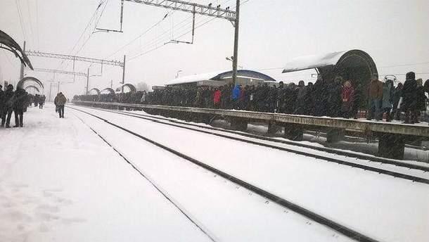 Черги на зупинках у Києві