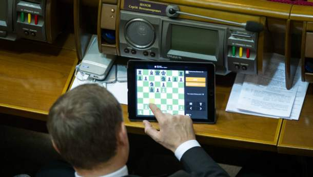 Сергей Шахов в Раде любит играть в шахматы