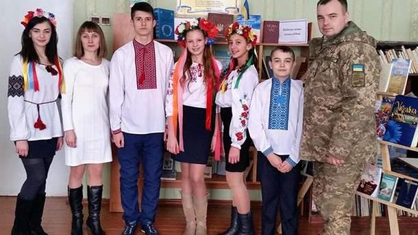 Діти з українськими військовими записали вірш-звернення до України