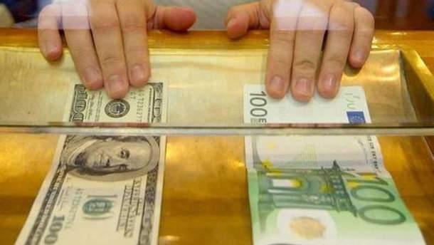 Євро та долар синхронно дешевшають