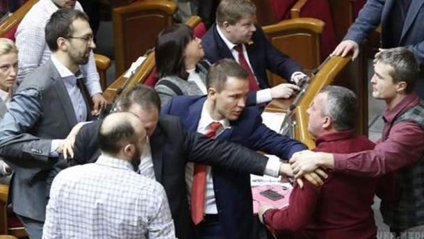 Народні депутати знову побилися у Верховній Раді