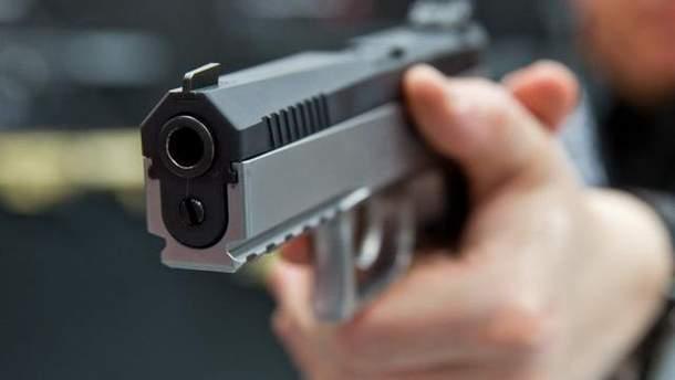 Мужчина из окна общежития стрелял из травматического оружия