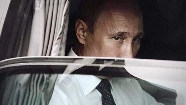 Володимир Путін сидить в автомобілі