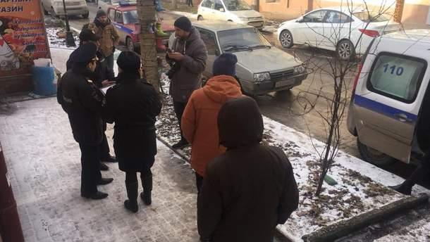 Оккупанты Крыма проверяют документы у съемочной группы СТБ
