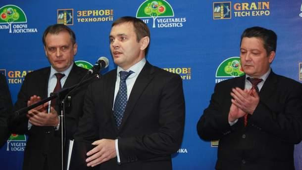 Александр Григорович (центр)
