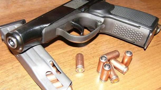 Пистолет с гильзами