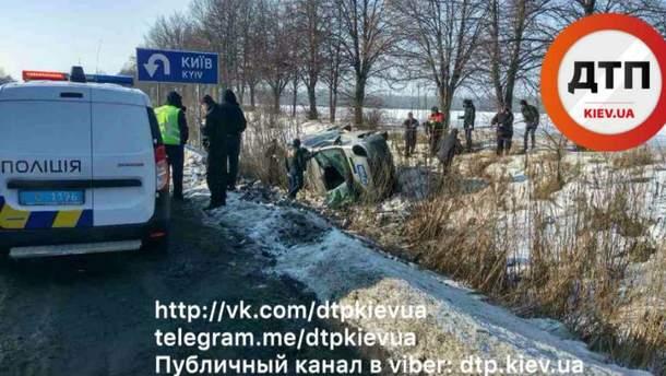 Две машины столкнулись, потому что засмотрелись на аварию