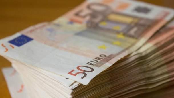 Евро подешевел на несколько копеек