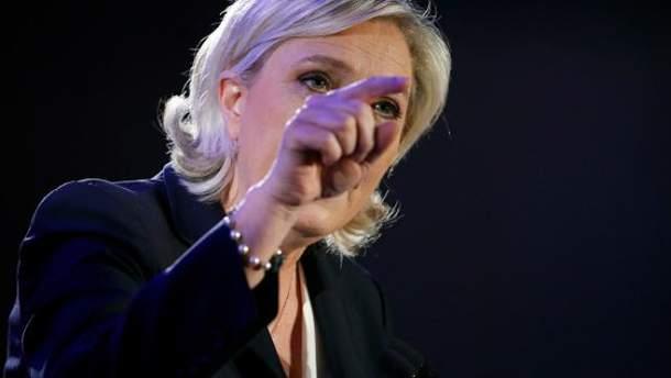 У Ле Пен проводять обшуки
