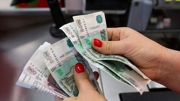 У Росії хочуть обмежити розрахунок готівкою