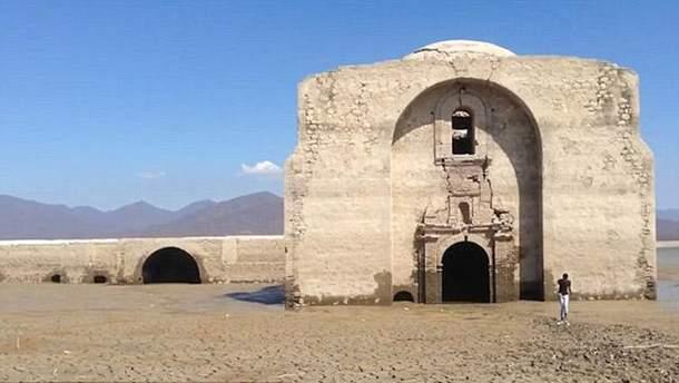 Древний храм в Мексике