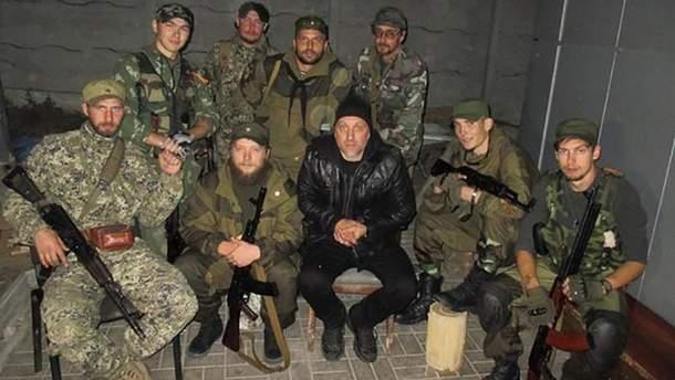 Захар Прилєпін (центр) в оточенні терористів Донбасу