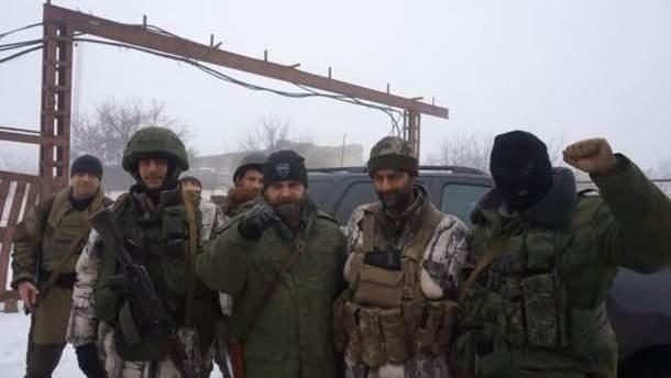 Серхио Бесера (второй слева) рядом с Мозговым (третий) и другими тероистамы Донбасса
