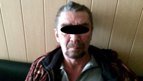 Боевик сбежал от террористов и прихватил арсенал оружия