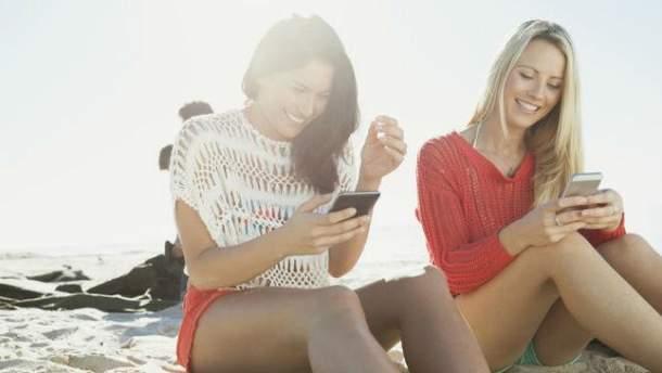 Использование гаджетов под солнцем может привести к меланоме