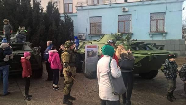 Військова виставка в Криму