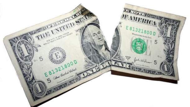 Доллар потерял 6 копеек
