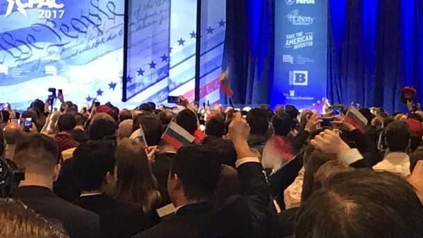 Спроба роздати російські прапорці виявилась жартом