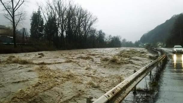 На Закарпатье продолжаются наводнения