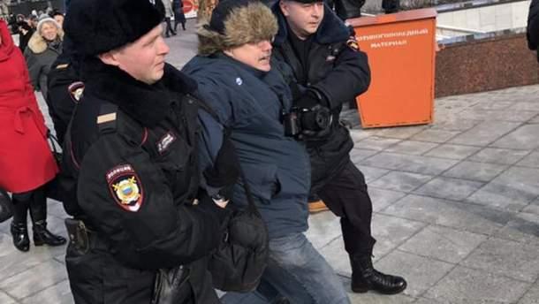 Затримали чоловіка, який плюнув на фото Нємцова