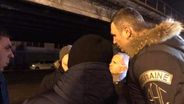 Віталій Кличко на місці обвалення Шулявського мосту