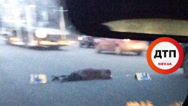 Жінка загинула, впавши зі столичного мосту
