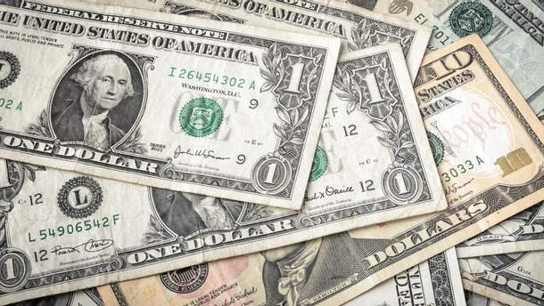 Долар втрачає у ціні