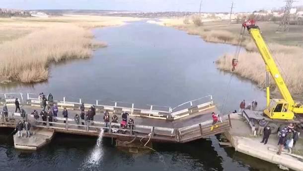 Утонула часть моста