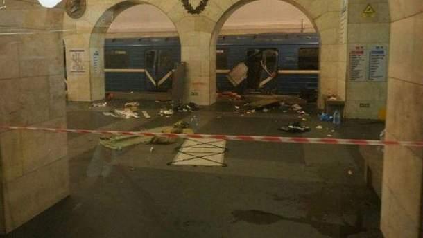 Місце вибуху вагону метро в  Петербурзі