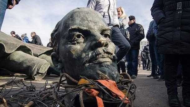 Леніну не місце в Україні