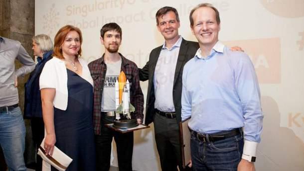 Даниил Баш (второй слева) и Евгений Эрик (крайний справа)