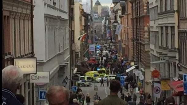 Вантажівка в'їхала в людей в Стокгольмі