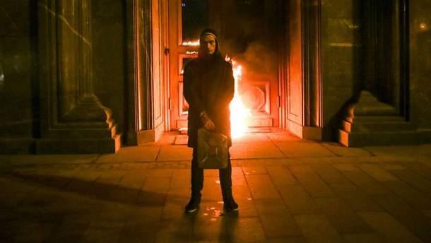 Поджог дверей здания ФСБ