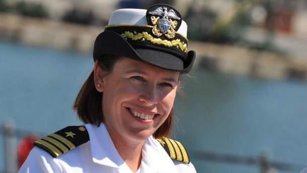 Андріа Слау є командиром на кораблі USS Porter
