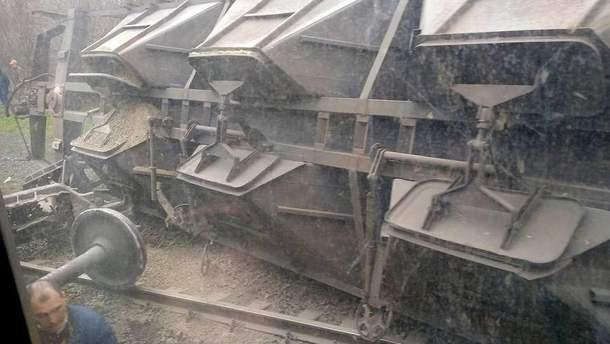 Под Мариуполем поезд сошел с рельсов