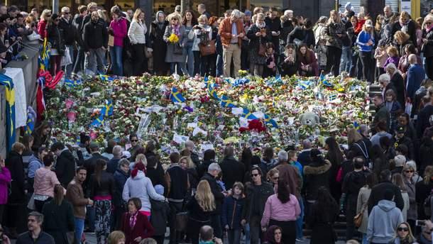 Почтении памяти жертв теракта в Стокгольме