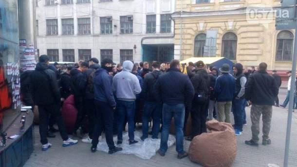 """Активісти біля """"Сберанку"""" у Харкові"""