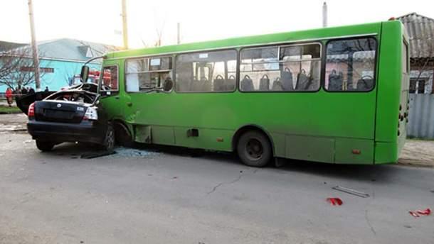 Авария с участием легковой и маршрутки произошла на улице Соборной