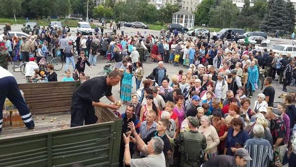 Очередь за продуктами на Донбассе