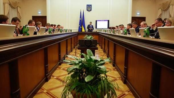 Кабінет міністрів і Гройсман не встигли виконати всі свої обіцянки за рік роботи