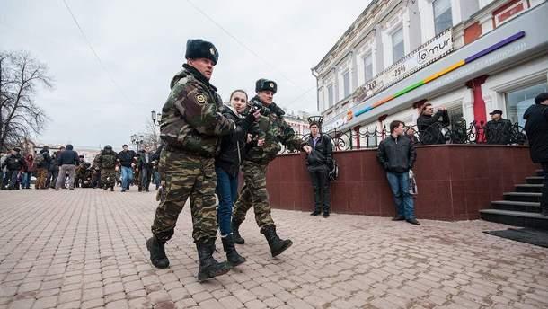 Тепер російські правоохоронці матимуть право вистрілити в жінку